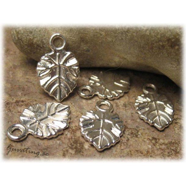 Berlock ådrat löv silverfärgad metall ca18x11 mm