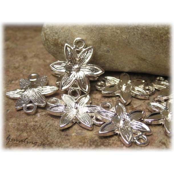Connector blomma i silverfärgad metall ca 16x19 mm