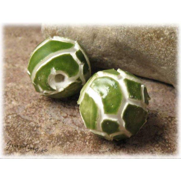 Rund pärla i keramik grön med vit fog  ca 19 mm