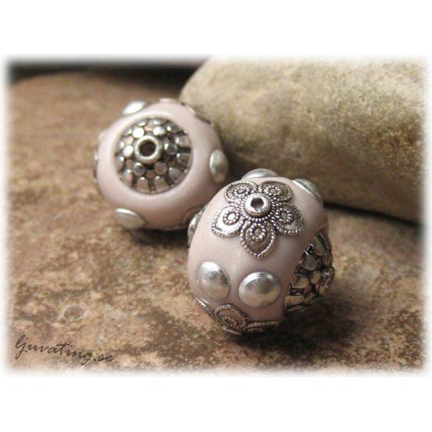 Ljus lila pärla med detaljer i metall ca 19 mm