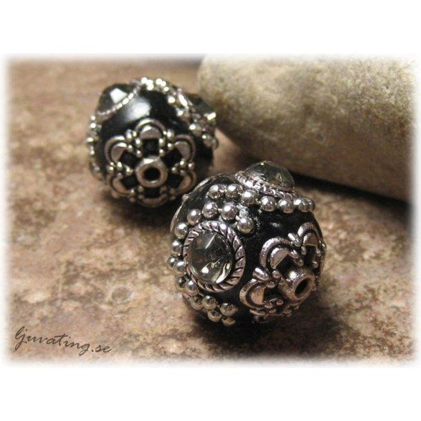 Svart pärla metalldetaljer o black diamond strass