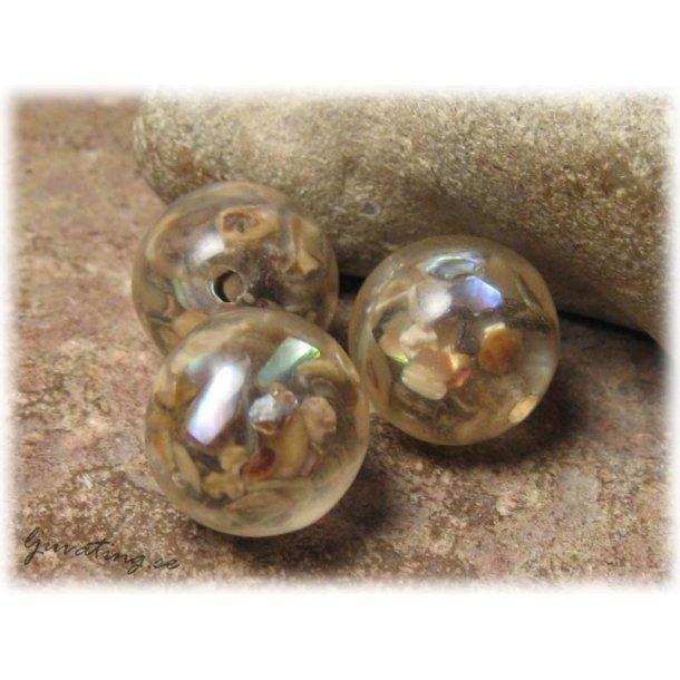 Ljusbrun med invändigt pärlemorskimmer ca 16 mm