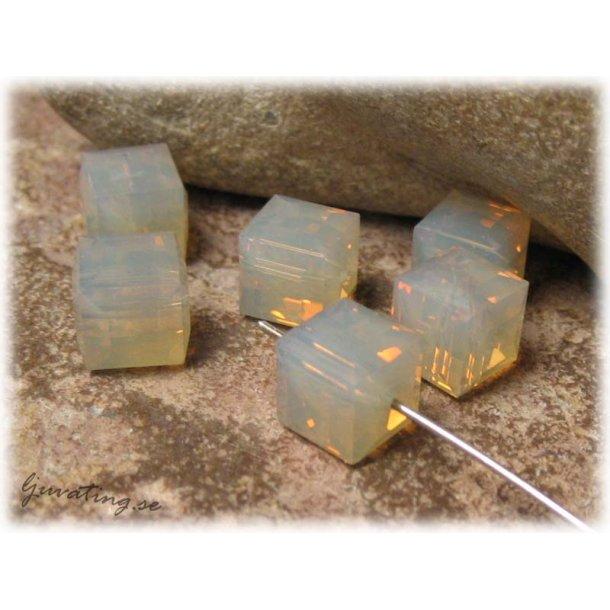 Kub sand opal Swarovski 1 styck 8x8 mm