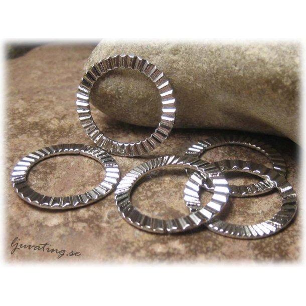 Mönstrad connector ring platinafärg 4-pack ca 21mm