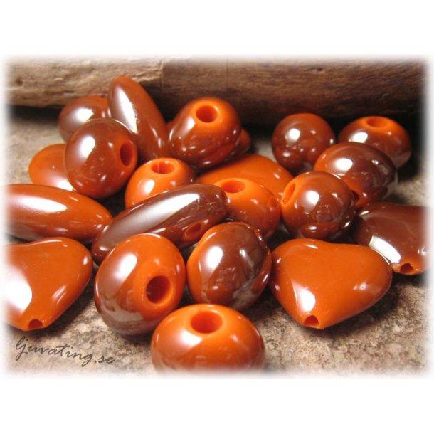 Mix syntetpärlor brunorange 14-30 mm ca 50 gram