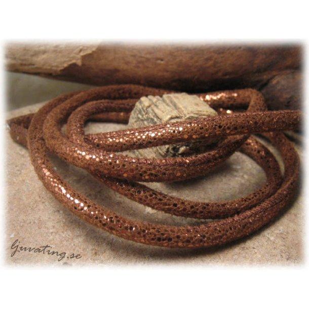 Läderimitation kopparbrun glittrig med söm ca 5 mm