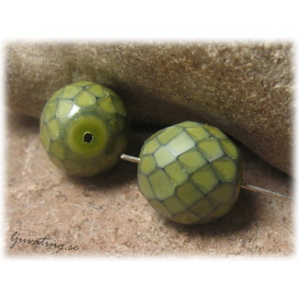 Olivgrön snake firepolish facetterad ca 13 mm