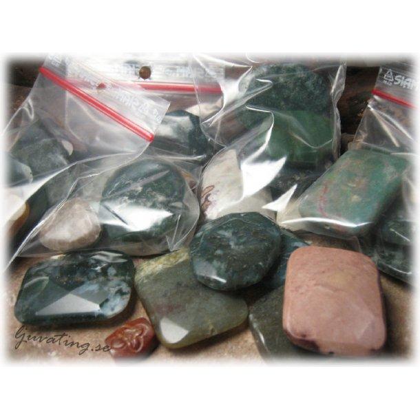 Mixade halvädelstenar i olika former ca 100 gram