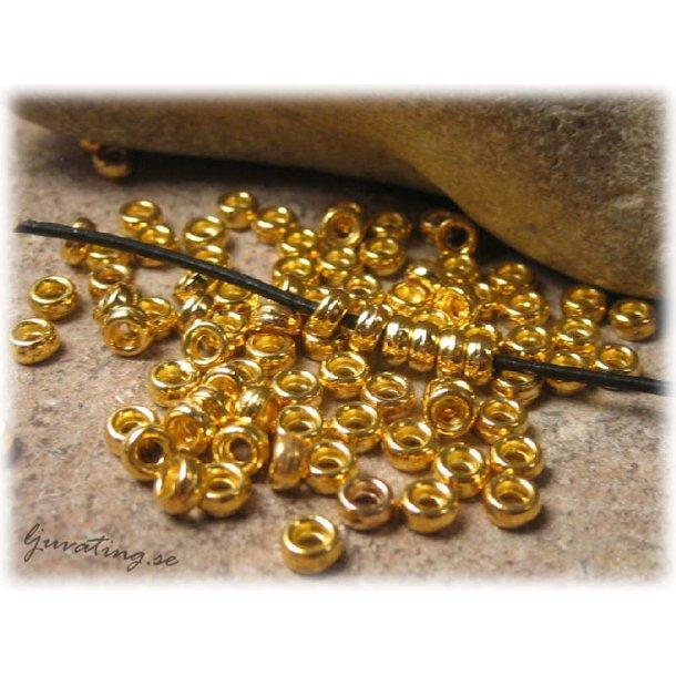 Guldfärgade små metallpärlor 50-pack ca 4x2 mm