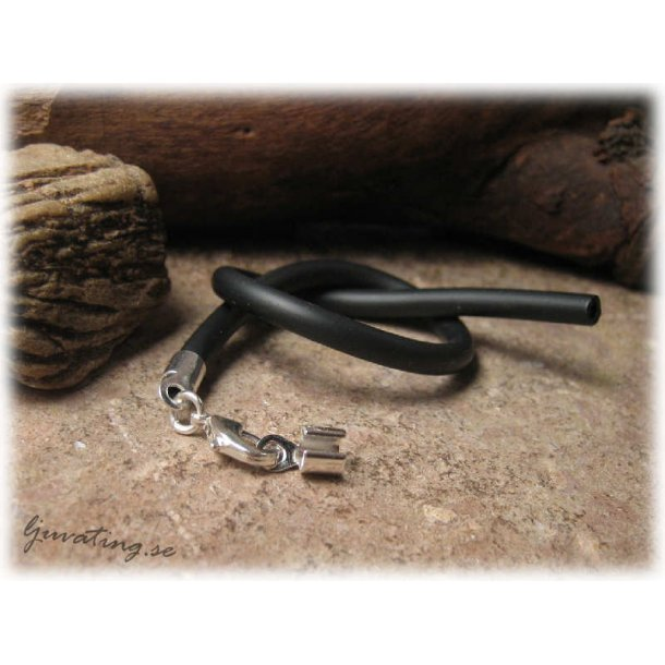 Armband i svart gummislang ca 20 cm
