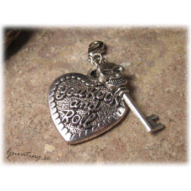 Berlocker döskallenyckel o rockhjärta med klolås