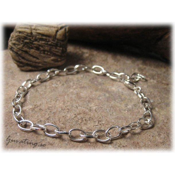 Silverfärgat armband ovala öglor längd ca 22 cm