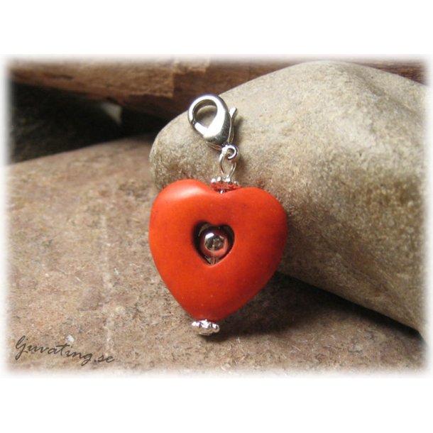 Berlock/hänge hjärta orange howlite med klolås