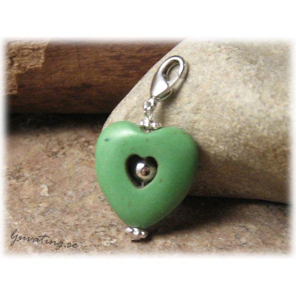 Berlock/hänge hjärta grön howlite med klolås