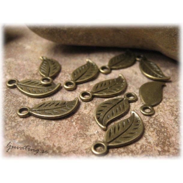 Berlock löv i bronsfärgad metall 10-pack ca 17x8mm
